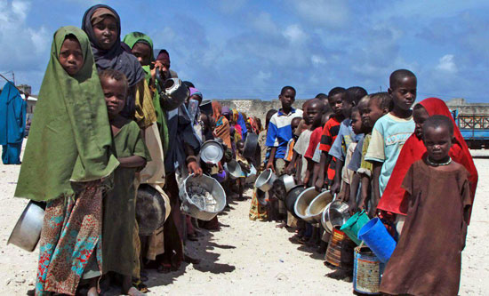 Somalian children queuing to receive food