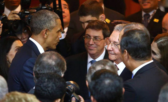 Obama and Raul Castro shook hands at opening of the Americas summit in Panama