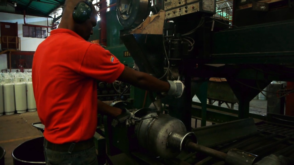 Making gas containers at the plant