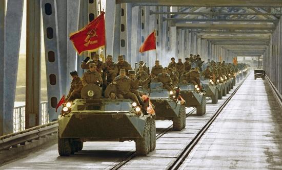 Soviet troops leave Afghanistan
